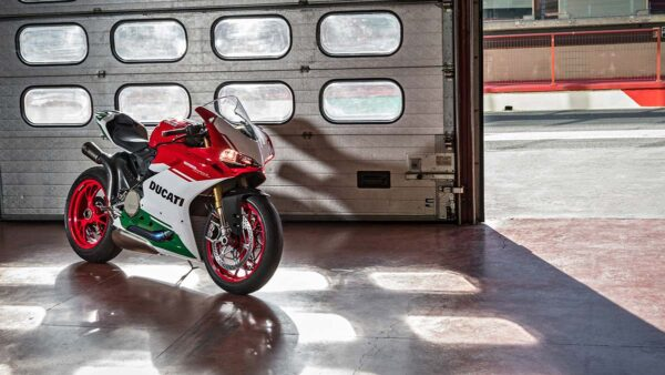 CocMotors-1299-Panigale-Final-Edition-hangar