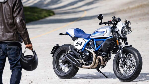 CocMotors-Scrambler-Cafe-Racer-outside