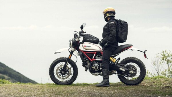 CocMotors-Scrambler-Desert-Sled-outside